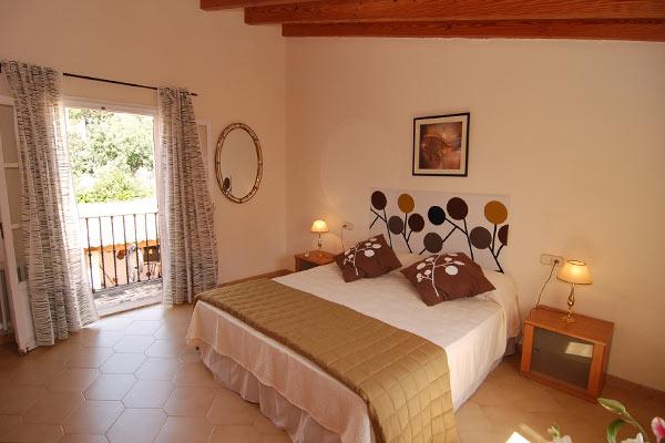 bunyola-bedroom-1